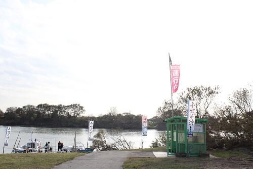 取手緑地運動公園の駐車場近くにある船着場。無料で駐車OK