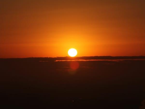 千葉ポートタワーの展望室から見た初日の出
