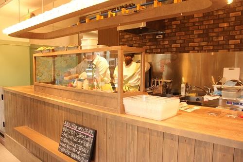 日本列島パン食い協奏の店内。
