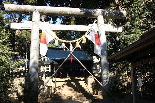 髭撫祭当日の側高神社の鳥居