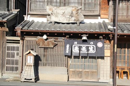 千葉県香取市佐原 小堀屋本店の外観。創業200年以上の老舗。