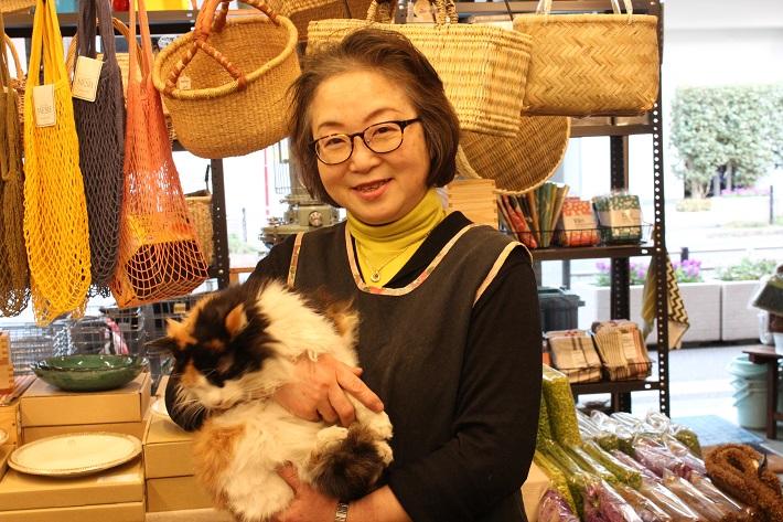 千葉県松戸市「山田屋の家庭用品」先代社長と看板猫