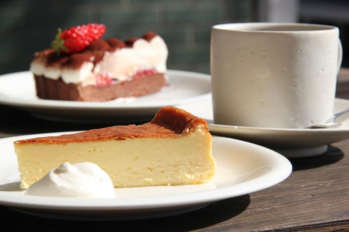 個性豊かなお店が集まる「KAWAGUCHI SHINMACHI」のカフェ「senkiya」の自家製ケーキ。