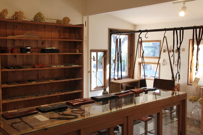 個性豊かなお店が集まる「KAWAGUCHI SHINMACHI」の革小物の販売&工房「 JOURNEY」