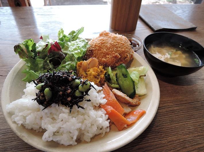 個性豊かなお店が集まる「KAWAGUCHI SHINMACHI」のカフェ「senkiya」では、日替わりでランチを提供。