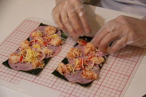 バラの飾り巻き寿司の工程