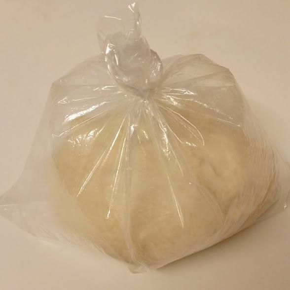 忙しい朝でも焼き立てパン。夜に発酵させて朝は成型して焼くだけ