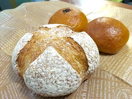 神崎のパン店「福ちゃんのパン」のカンパーニュなど
