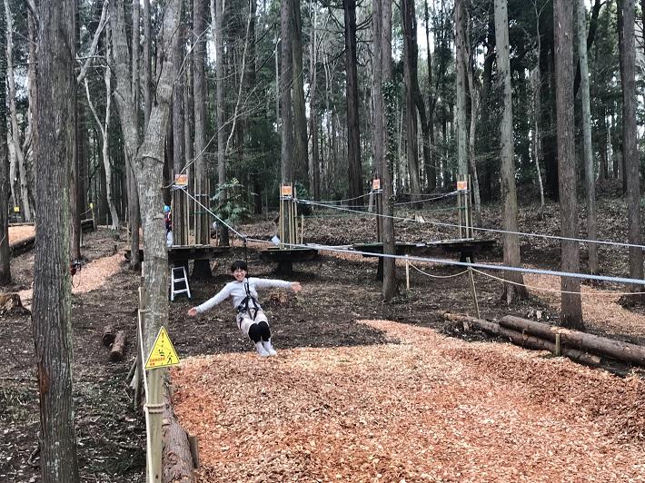 泉自然公園にオープンした「フォレストアドベンチャー」のジップスライドに挑戦