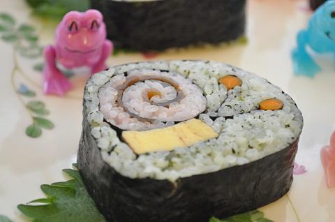 かたつむりをモチーフにした飾り巻き寿司