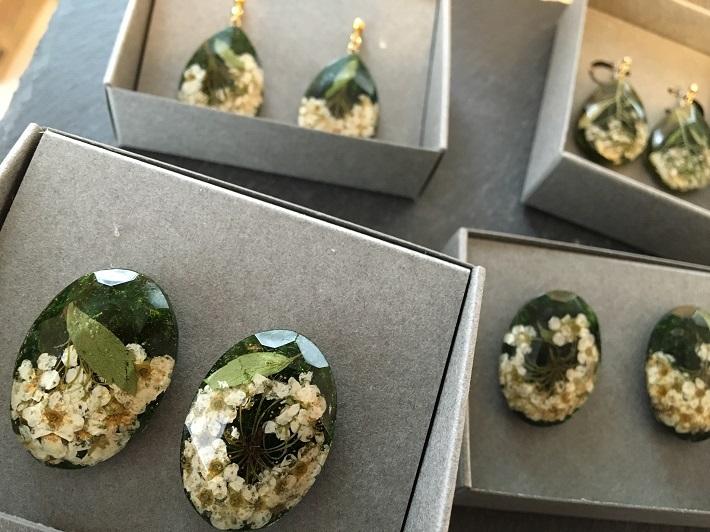 fufu苔も入っているオリジナル植物アクセサリー