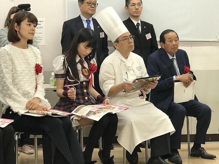 川瀬良子さん、もえのあずきさんなど審査委員の方々