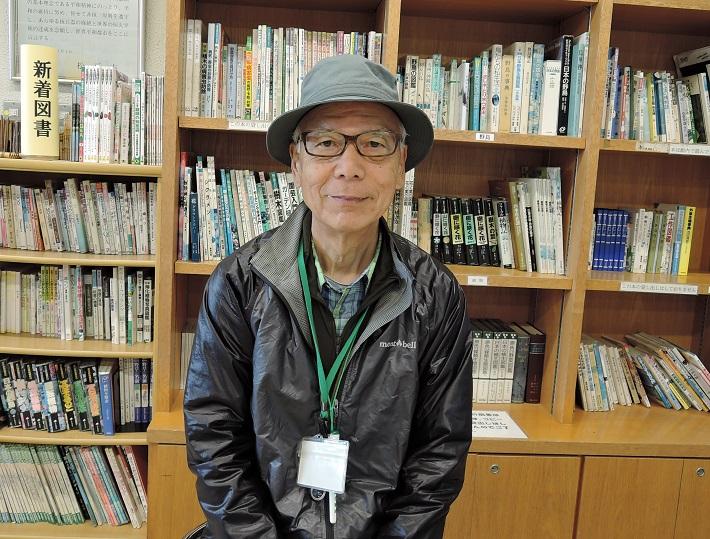 自然解説員の栗田先生は樹木に関しての知識が豊富