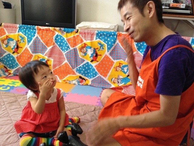 吉本ピン芸人でベビーサインアドバイザーの資格を持つタケトさんのベビーサインの教え方のコツ