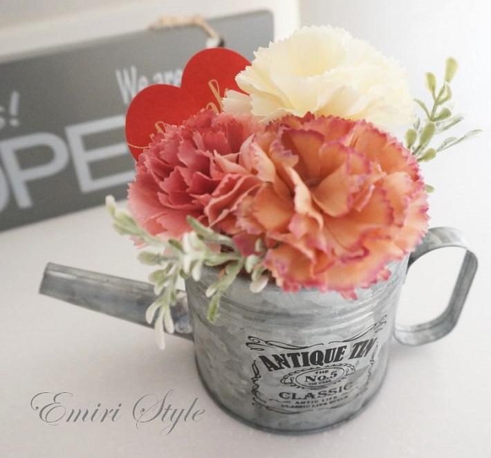 花器を変えるだけで同じ花でもイメージがガラリと変わります