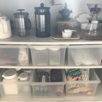 ミニマリスト阪口ゆうこの食品棚には、半透明のボックスが六つ並び、一目で何がはいっているかわかる!
