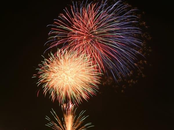 町花火大会 SAKAEリバーサイド・フェスティバルで打ち上げられた約5,000発の花火