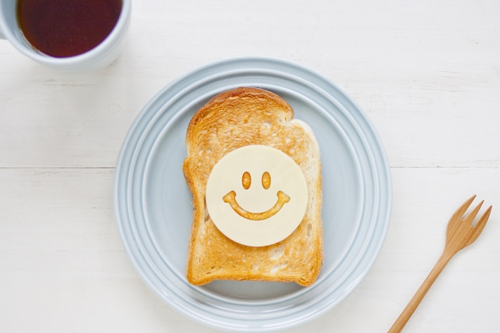 こんがり焼いたトーストとコーヒーで素敵な朝が始まります