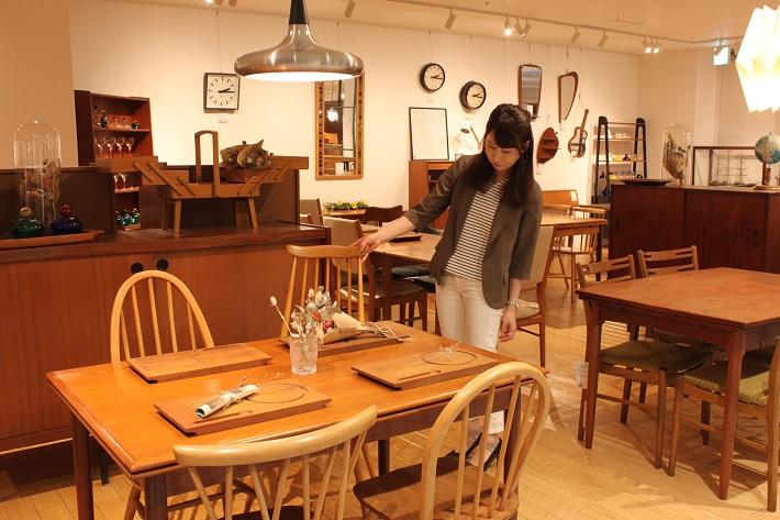 柏にあるモダンビンテージインテリアカーサではミッドセンチュリー時代の北欧諸国やフランス、イギリスなどのビンテージ家具がそろいます