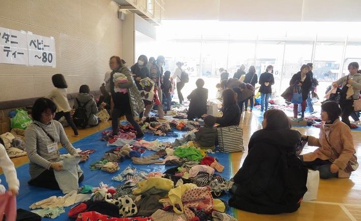 ピアらシティ交流センターで行われる子ども服おさがり交換会