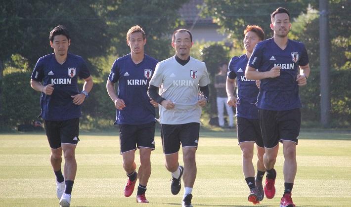 香川真司選手、本田圭佑選手、浅野拓磨選手、吉田麻也選手 日本代表合宿でランニングを
