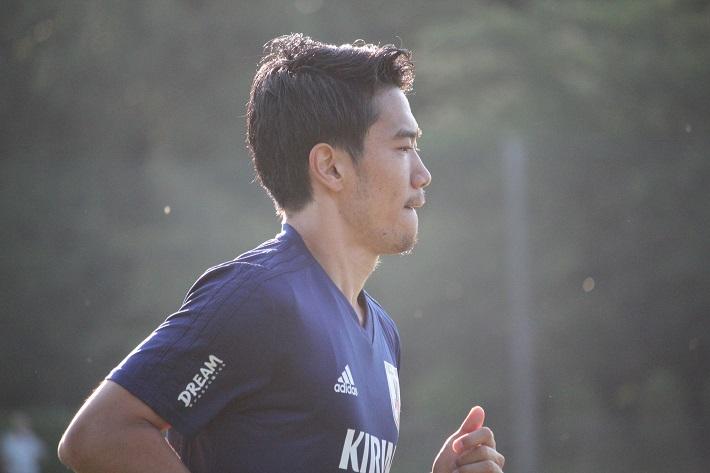 サッカー日本代表トレーニングキャンプでストイックにランニングをこなす香川真司選手