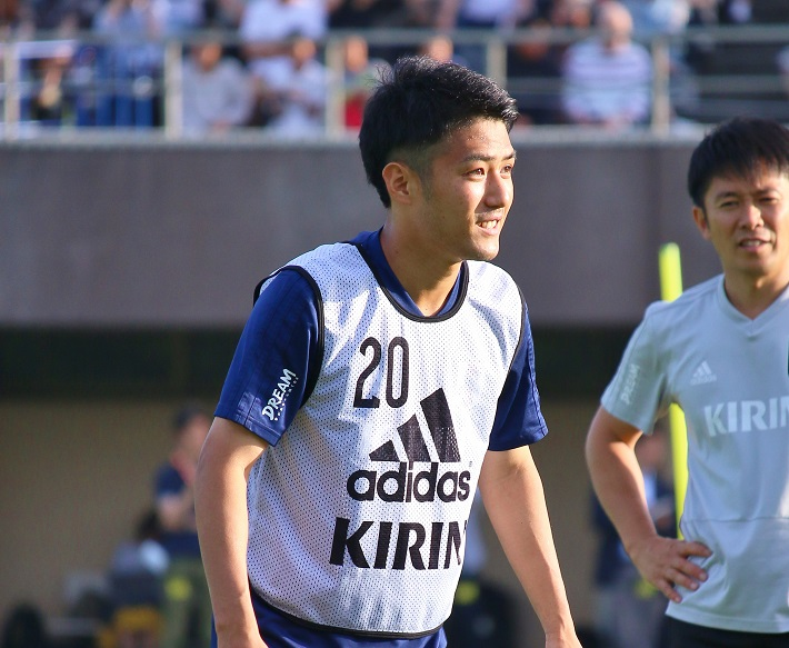サッカー日本代表選手のトレーニングキャンプに参加する大島僚太選手