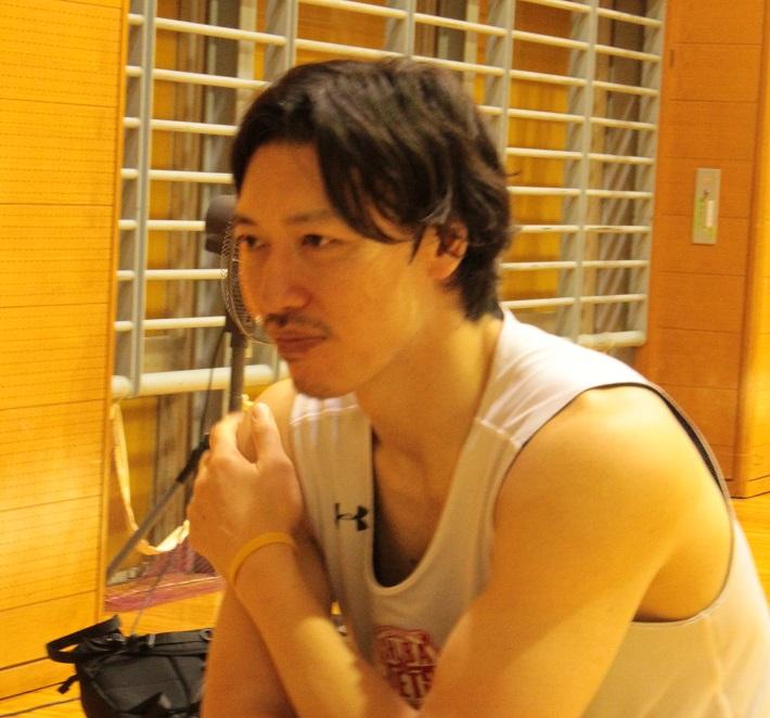 インタビューを受ける千葉ジェッツ 伊藤俊亮選手