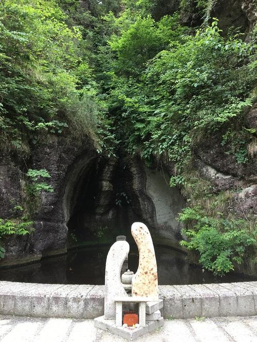 栃木県宇都宮市の大谷資料館内にある恋愛成就のパワースポット「愛の泉」