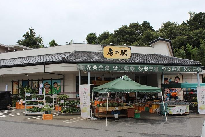 房の駅では産直野菜やくだもの、県産品を使ったお土産がたくさんそろいます