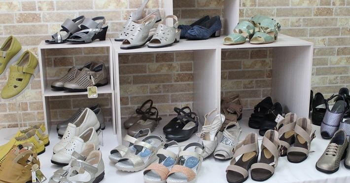 小さいサイズの婦人靴UNISHOES(ユニシューズ)は、20.5cmからの品揃え