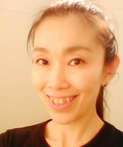 体操教室インストラクター呉林真理子さん。体の使い方を教えます