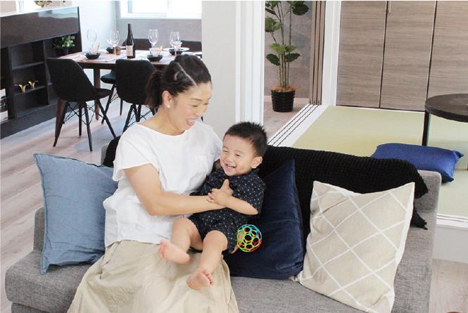 東船橋の新築物件を見学するお母さんと子供