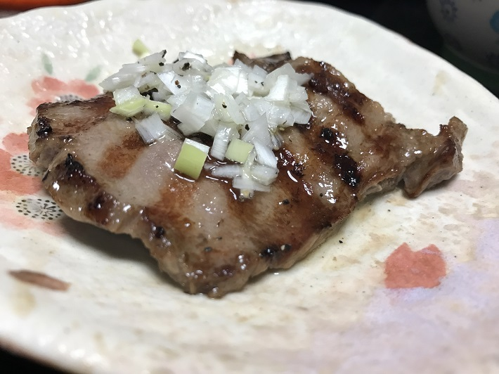 コストコの牛タンをBBQで焼いて、特製のレモンダレをかければ絶品