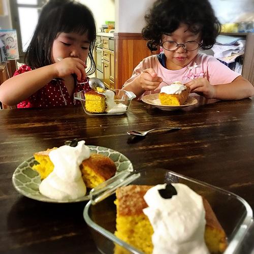 ホットケーキミックスかぼちゃケーキ試食タイム。クリームは豆腐クリーム