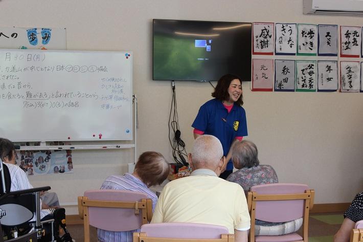 船橋元気庵は利用者にもスタッフにも優しい介護施設(デイサービス)。クイズなどで工夫しながら脳トレ