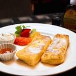 カフェドカオリのモーニングの人気メニューであるふわとろフレンチトースト
