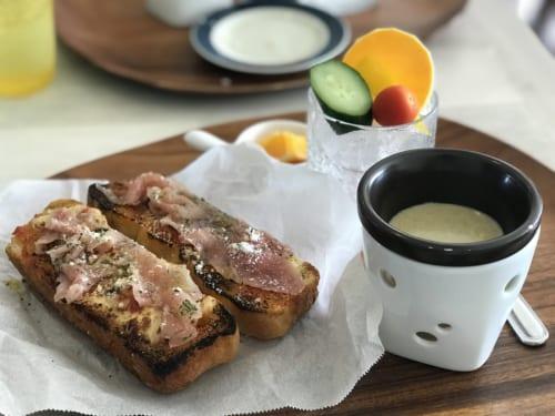 「Emi cafe&restaurant ICHINOMIYA」ピザパンランチ(1000円)バーニャカウダー付き