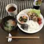 ワンプレートの食事で洗い物を減らす、ミニマリストの暮らしの優先順位