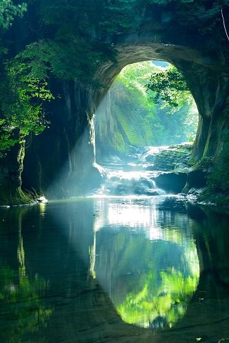 濃溝の滝ハート型の朝日が見えるのは秋分の日と春分の日の前後