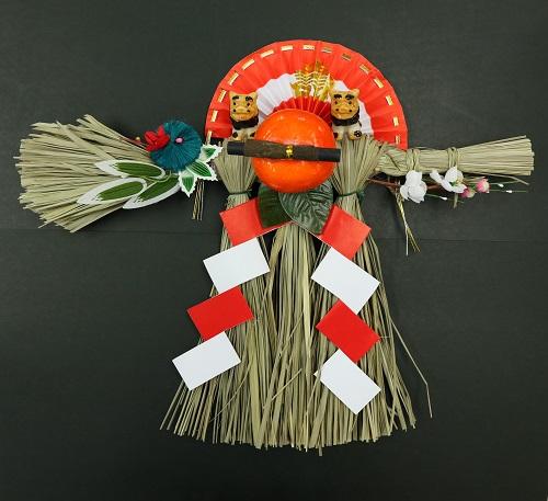 沖縄のしめ飾りにはシーサーや木炭