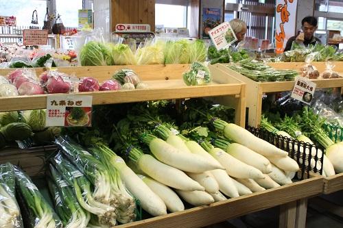 1階は、直売・物産コーナー 地元農家さんが持ってくる採れたて野菜