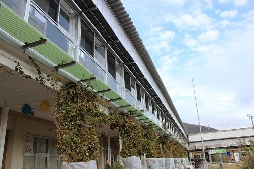 """""""元""""教室は、道の駅としては珍しい宿泊施設に、""""元""""職員室や理科室、家庭科室が店舗や交流スペースに変身。"""