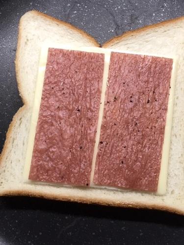 チーズホットサンドの作り方 食パンチーズ&ビーフジャーキー太郎