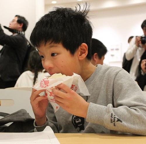 入間市の中華まんミュージアムではジューシー肉まんの試食も可能