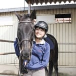 千葉県にある馬のプロ養成学校アニマルベジテイションカレッジの生徒と馬