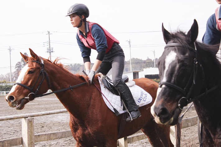 アニベジで騎乗を学びジョッキーになるという夢を叶えた卒業生もいる