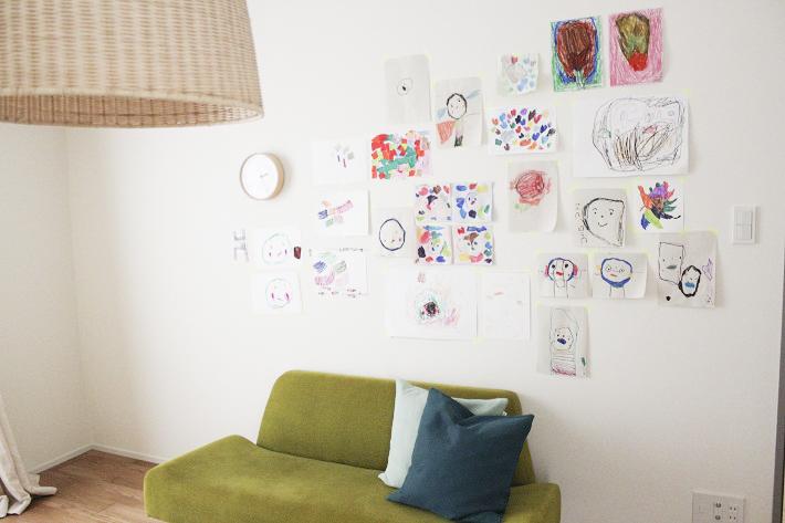 寝室の壁は子どものギャラリー