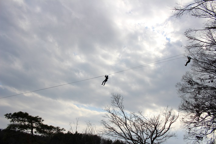 飯能市のムーミンバレーパークのアトラクション「飛行おにのジップラインアドベンチャー」
