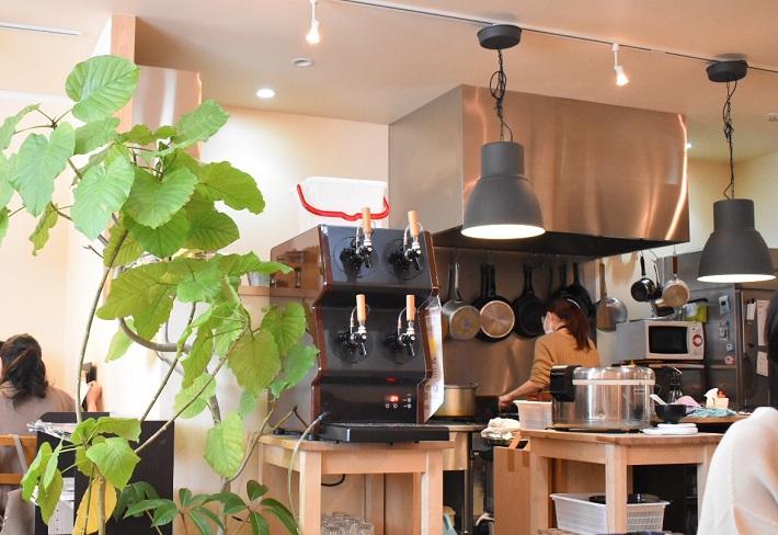 カフェ食堂「hideway」店内